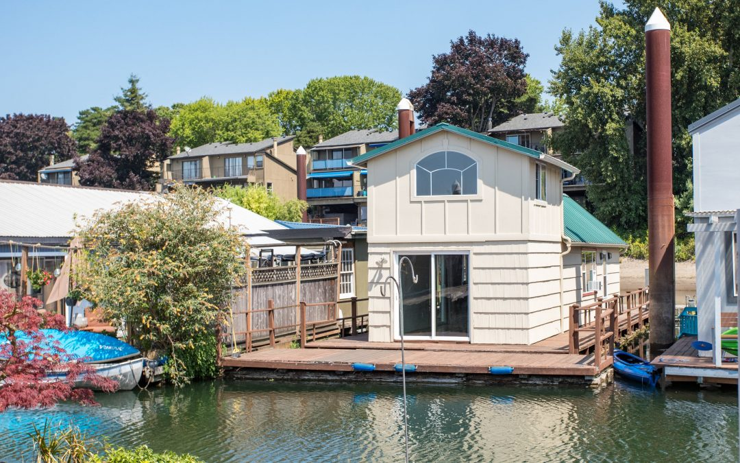 Lofty River Living on the Columbia $125,000