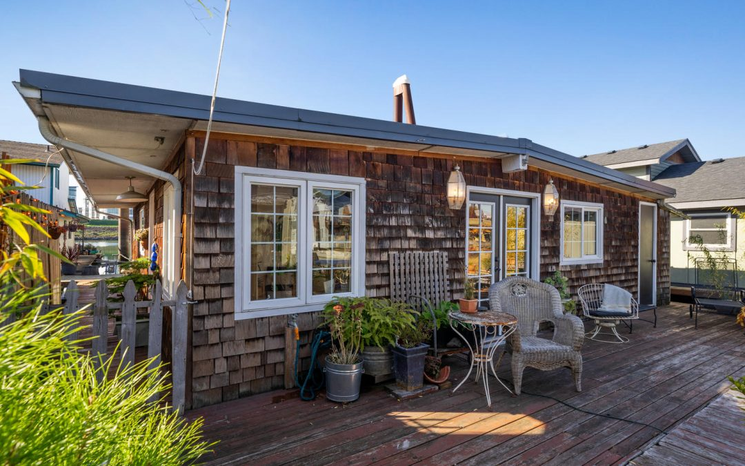 Cape Cod Charm on the Columbia! $225,000
