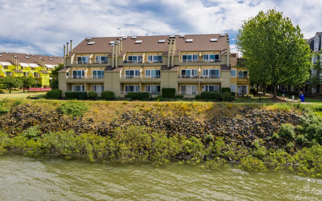 Remodeled River Front Condo  $299,900