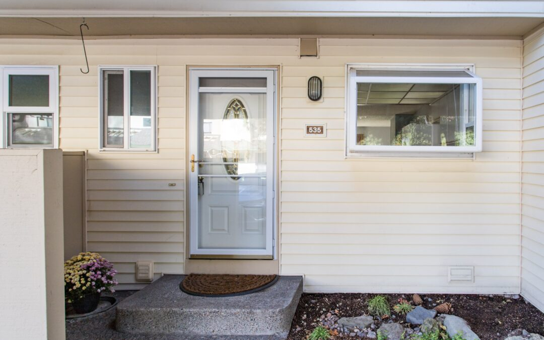 This Hayden Bay Townhome is a Steal!  $219,000